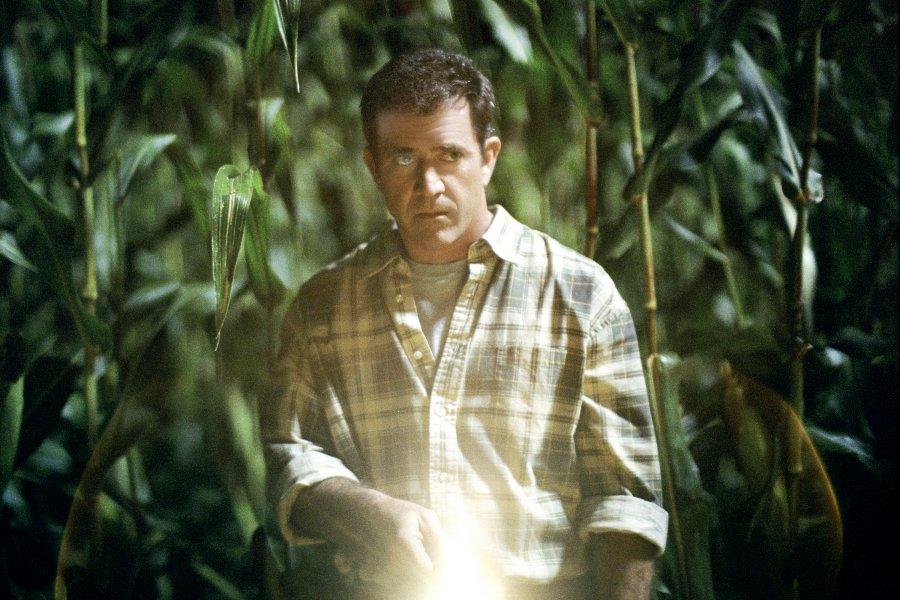 Signs Movie Stills: Mel Gibson, Joaquin Phoenix, Patricia Kalember, M. Night Shyamalan